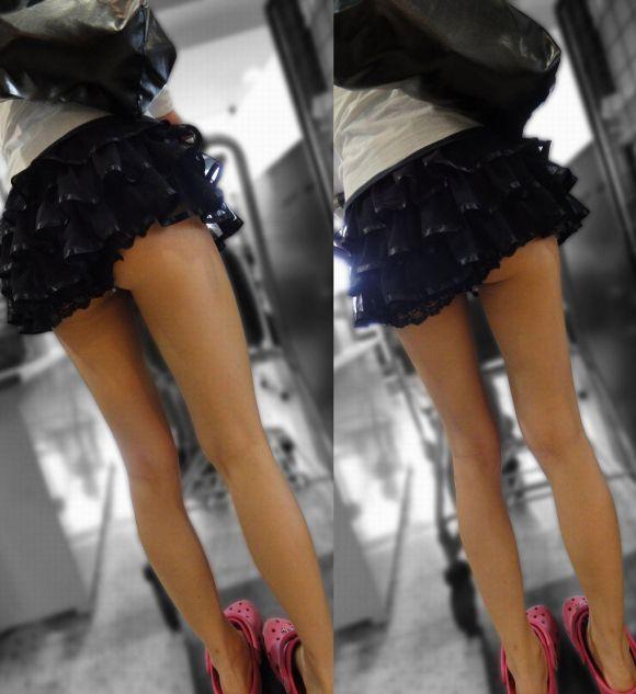 スカートの中から尻がハミ出てる (20)