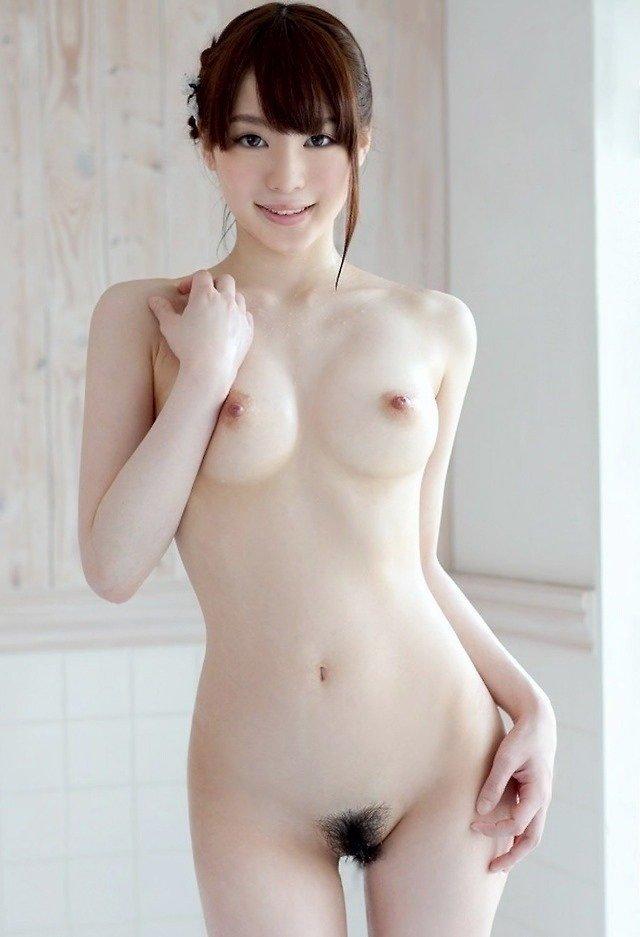 ウエストの細さが際立つ裸 (20)