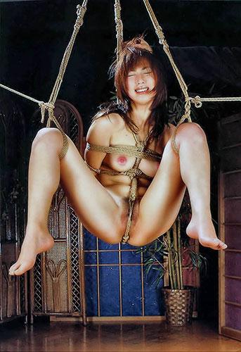 女の子を縛って吊るして弄ぶ (5)