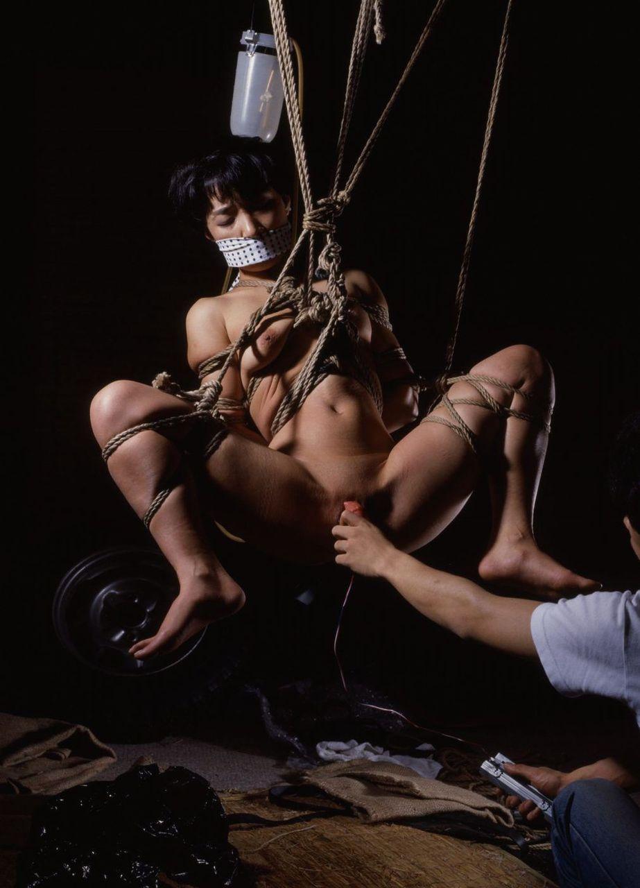 女の子を縛って吊るして弄ぶ (8)