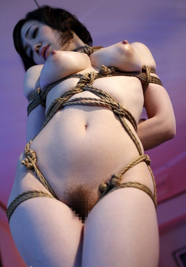 女の子を縛って吊るして弄ぶ (12)