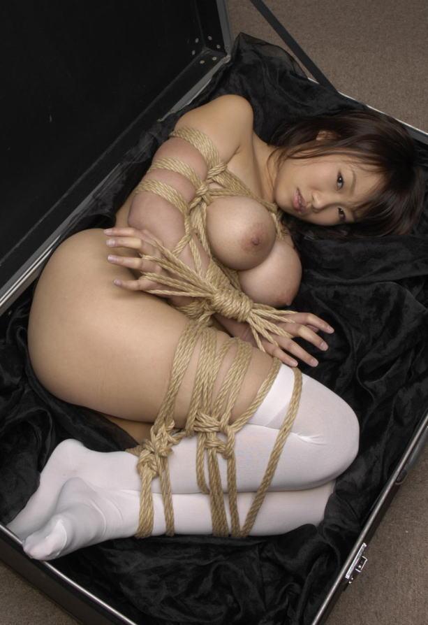女の子を縛って吊るして弄ぶ (1)