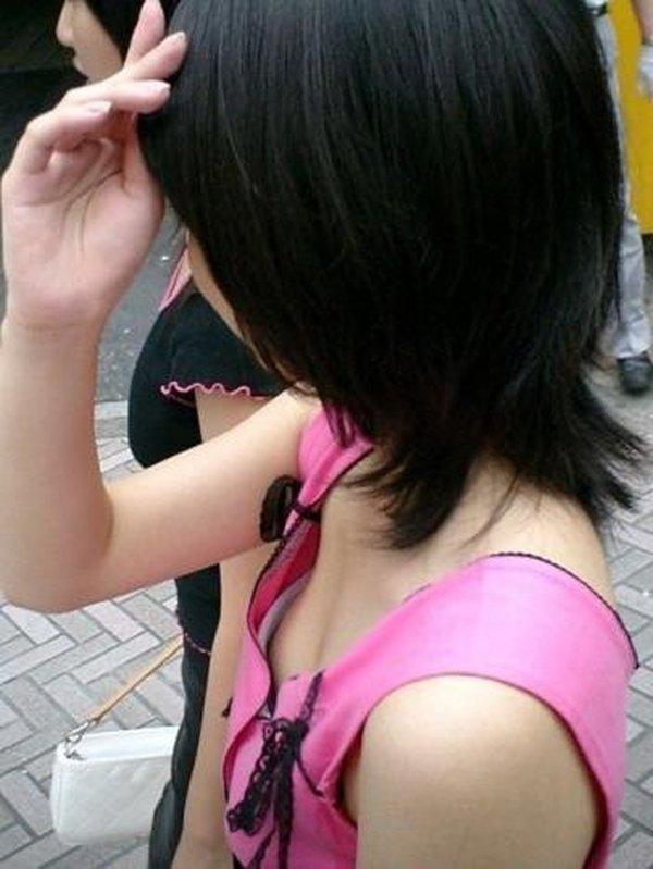 胸の先端まで見えてる女の子 (19)