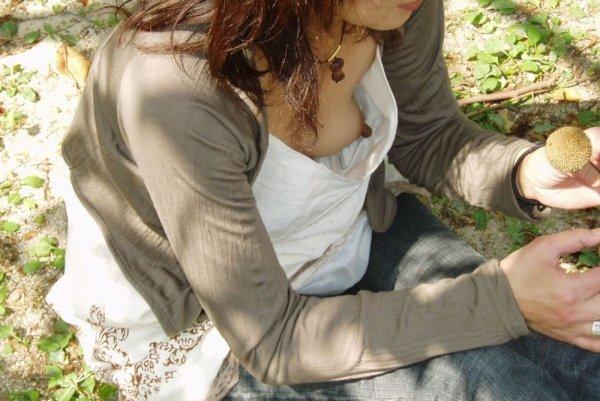 胸の先端まで見えてる女の子 (6)