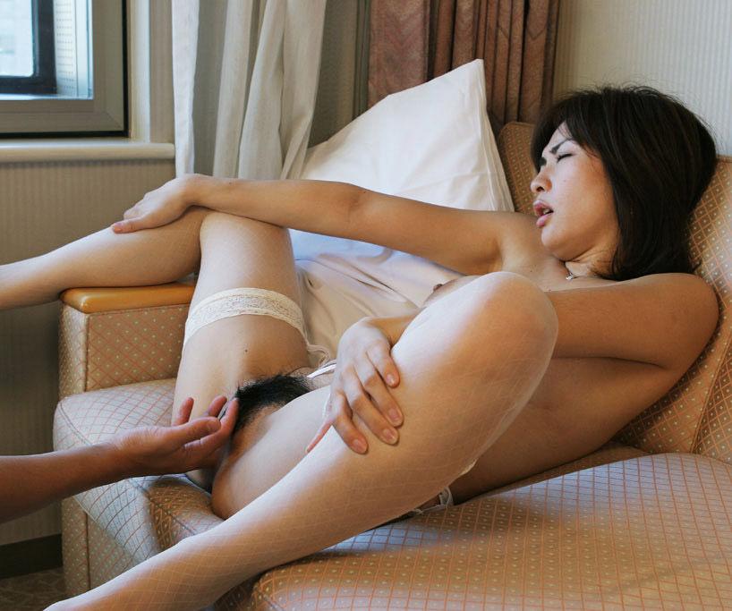 膣の中にまで指を入れちゃう (5)