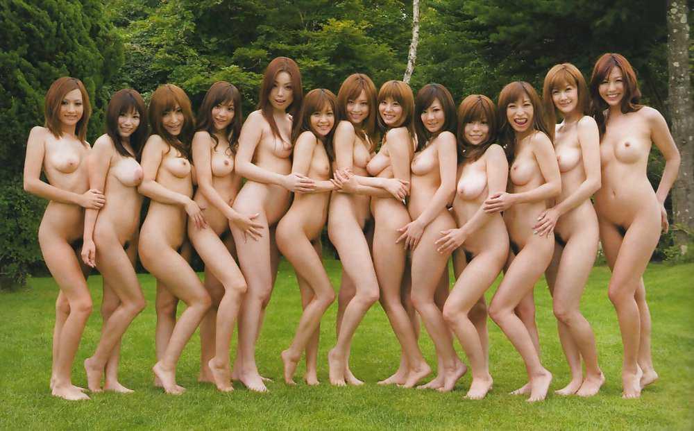 大勢のヌードの女の子 (20)
