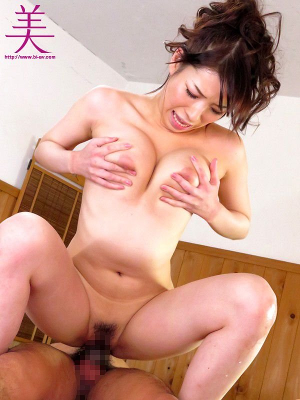 背が高くて乳房も大きな、香山美桜 (14)
