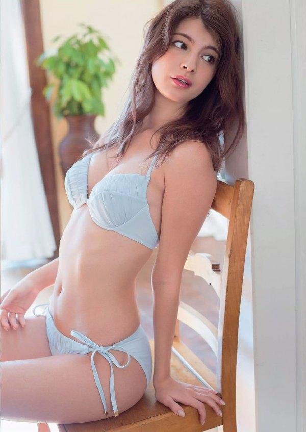 女優やアイドルのランジェリー姿 (15)