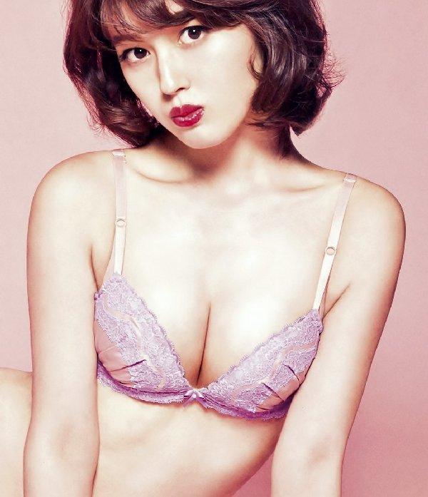 女優やアイドルのランジェリー姿 (7)
