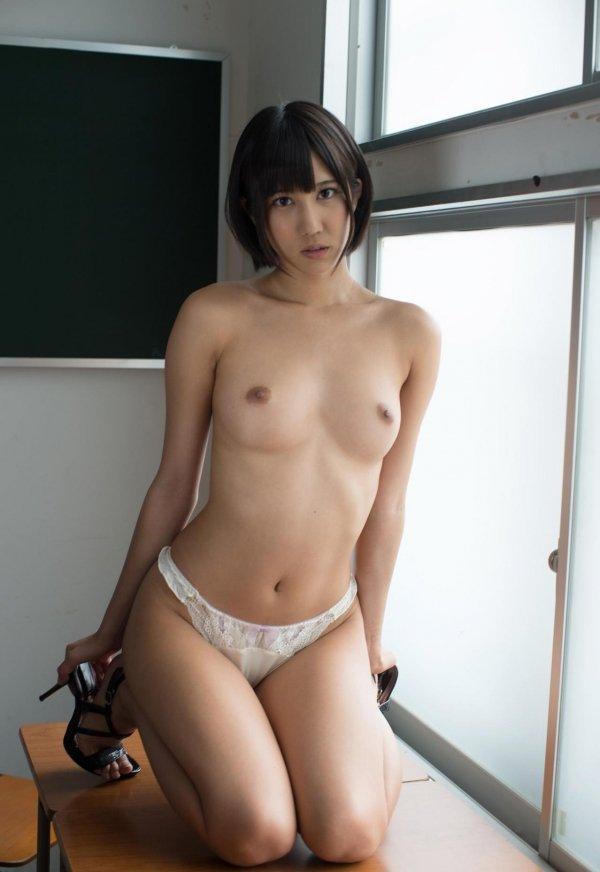ショートヘアで淫乱の、湊莉久 (11)