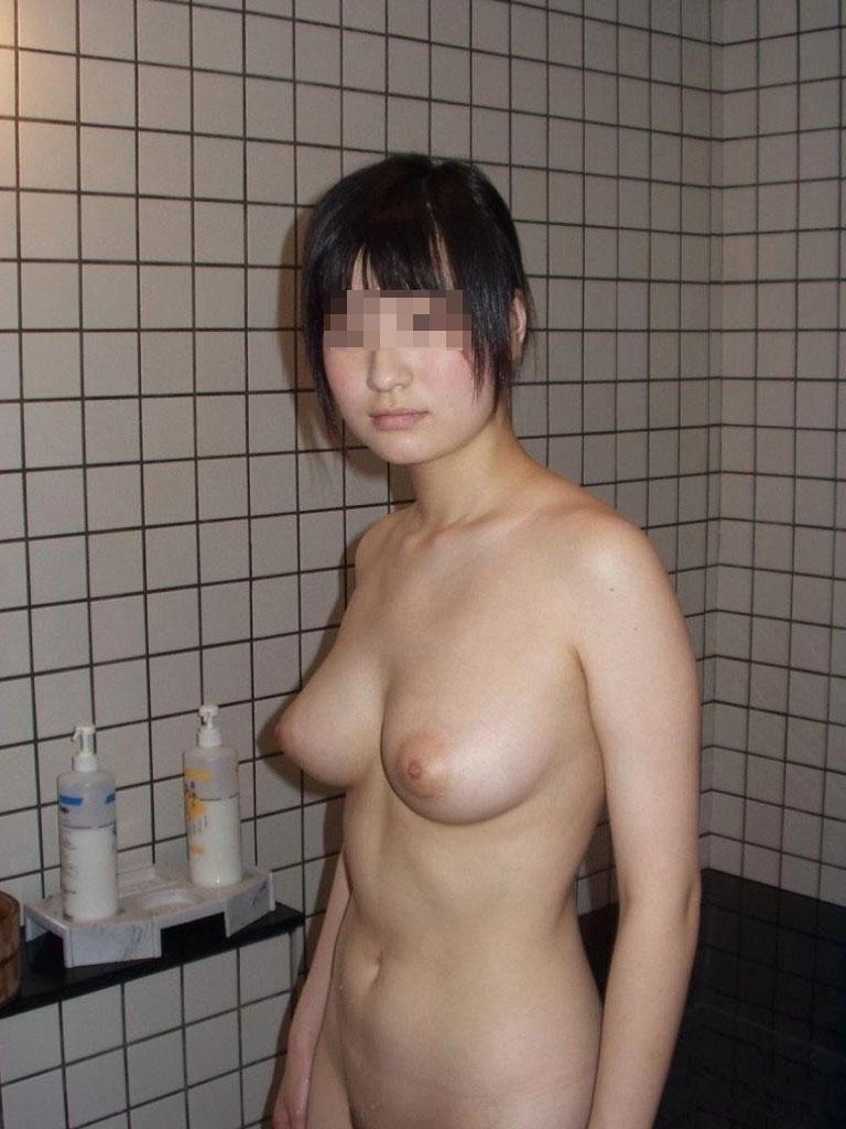 風呂場で全裸でハイ、チーズ (17)