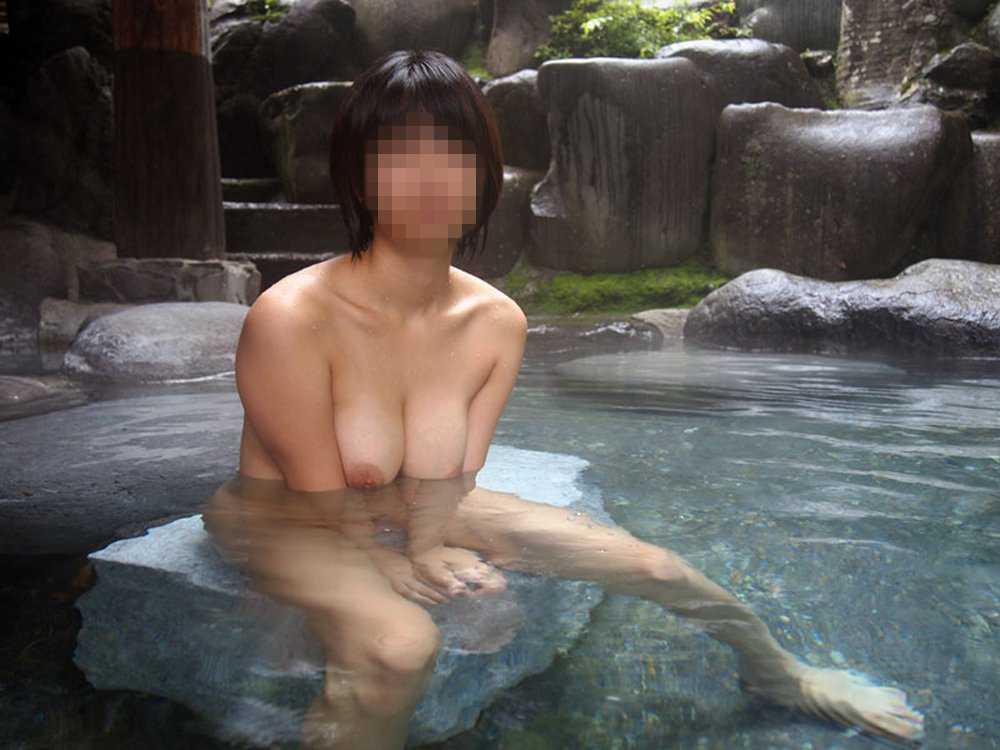 風呂場で全裸でハイ、チーズ (9)