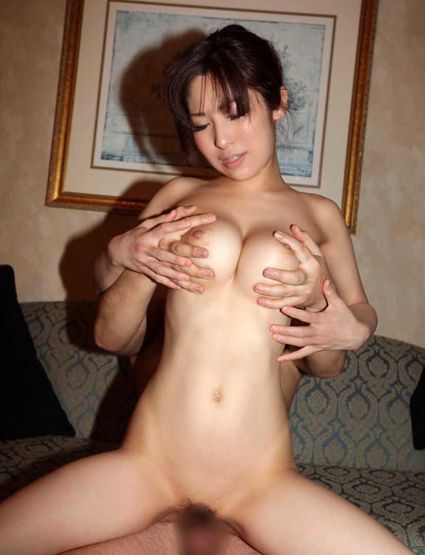 デカい乳房を両手で掴まれる (17)