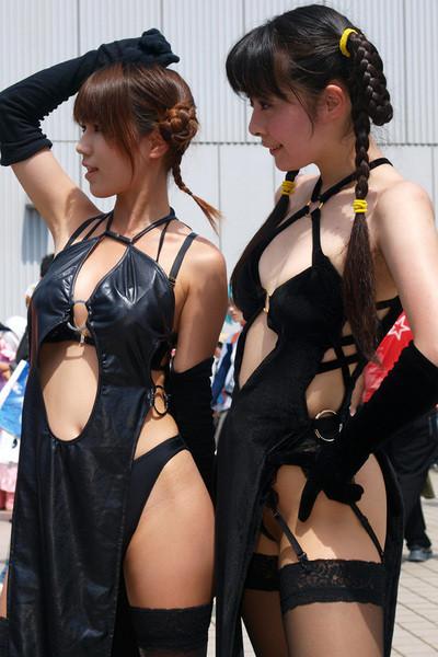いろいろ見えてるエロ衣装 (4)