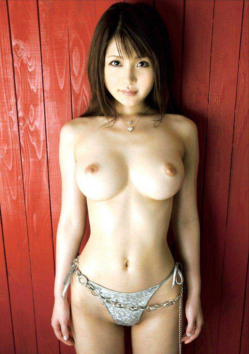 細い体にデカい乳房 (11)