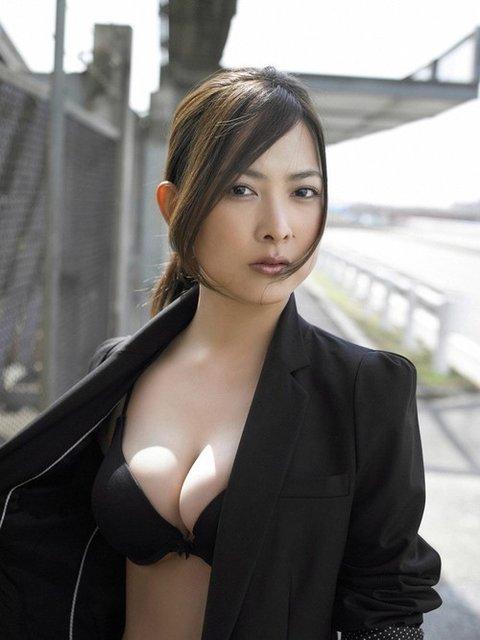 デカパイの芸能人がセクシー (9)