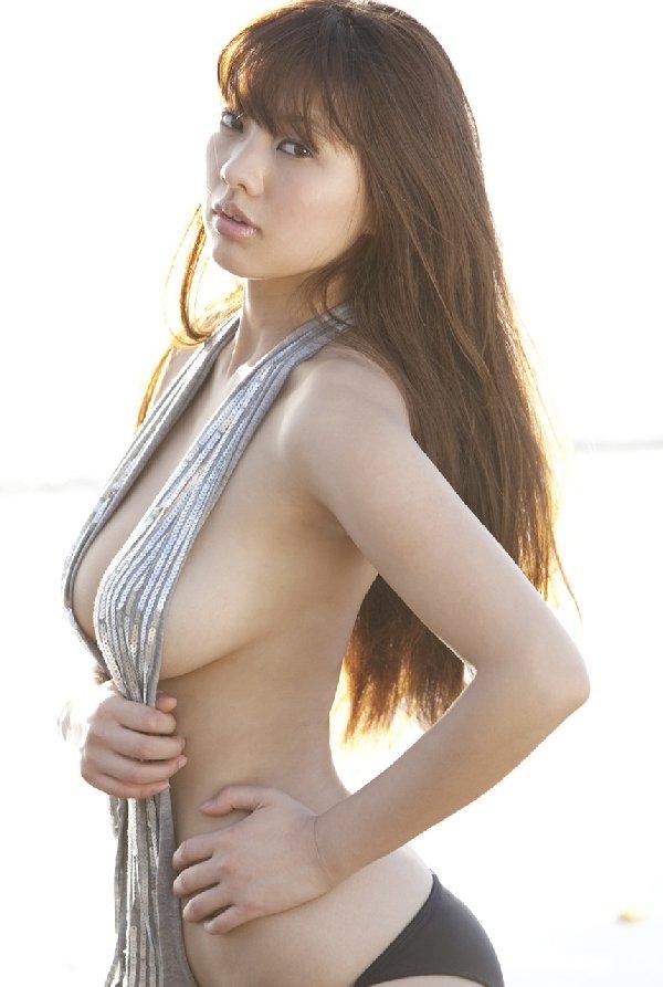 グラビアアイドルのデカい乳房 (15)