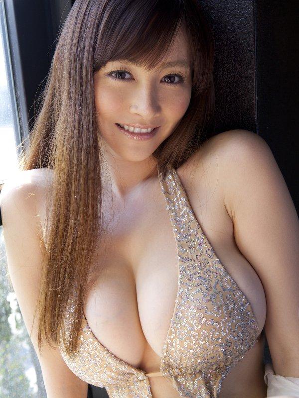 グラビアアイドルのデカい乳房 (14)