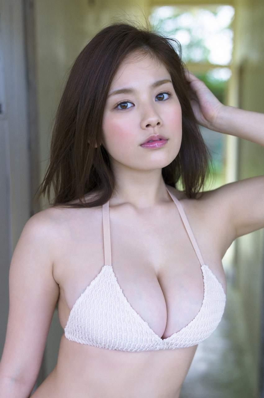 デカパイが注目されるアイドル (2)