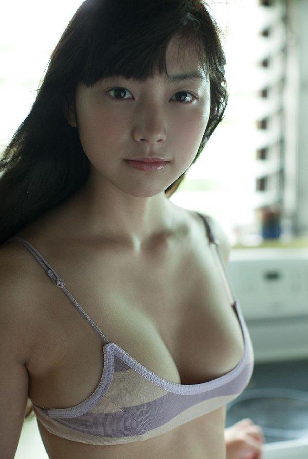 デカパイが注目されるアイドル (3)