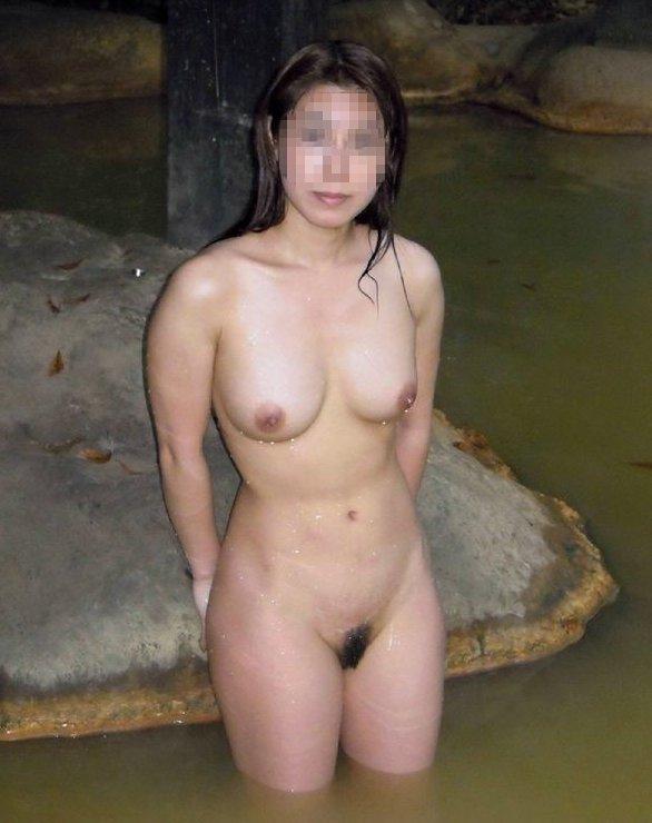 露天風呂でハシャいじゃう女の子 (15)