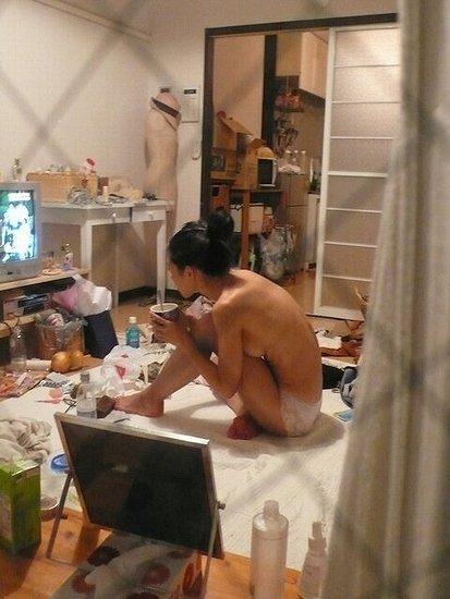 窓から見られた素っ裸の女 (6)