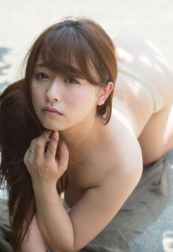 デカい乳房に大きな乳輪、白石茉莉奈 (5)