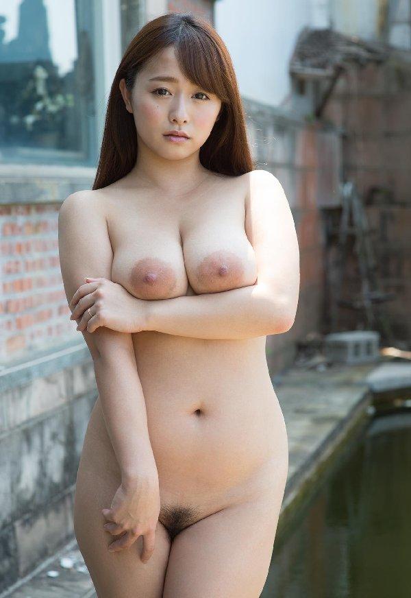 デカい乳房に大きな乳輪、白石茉莉奈 (8)