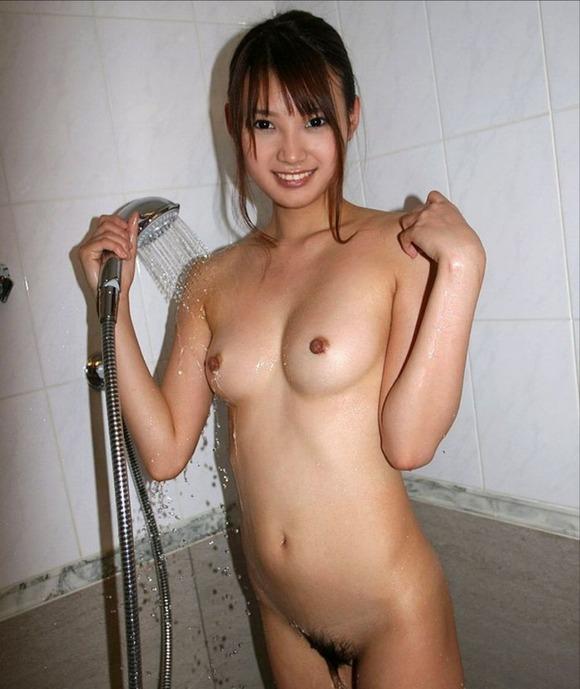 濡れた裸がセクシー (16)