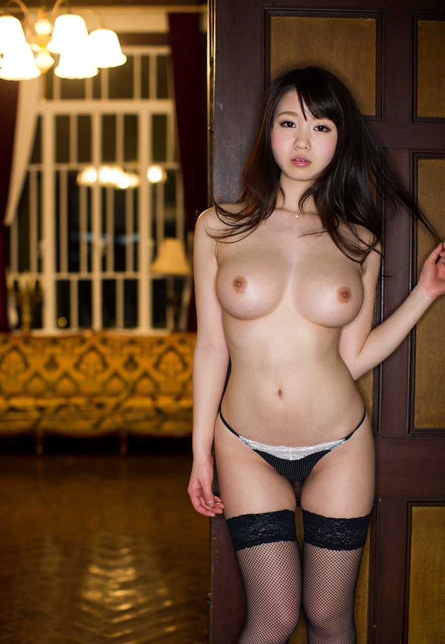 乳房がデカくて体は細い女 (13)