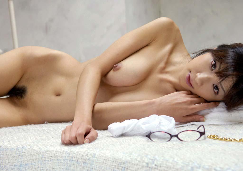 乳房がデカくて体は細い女 (9)
