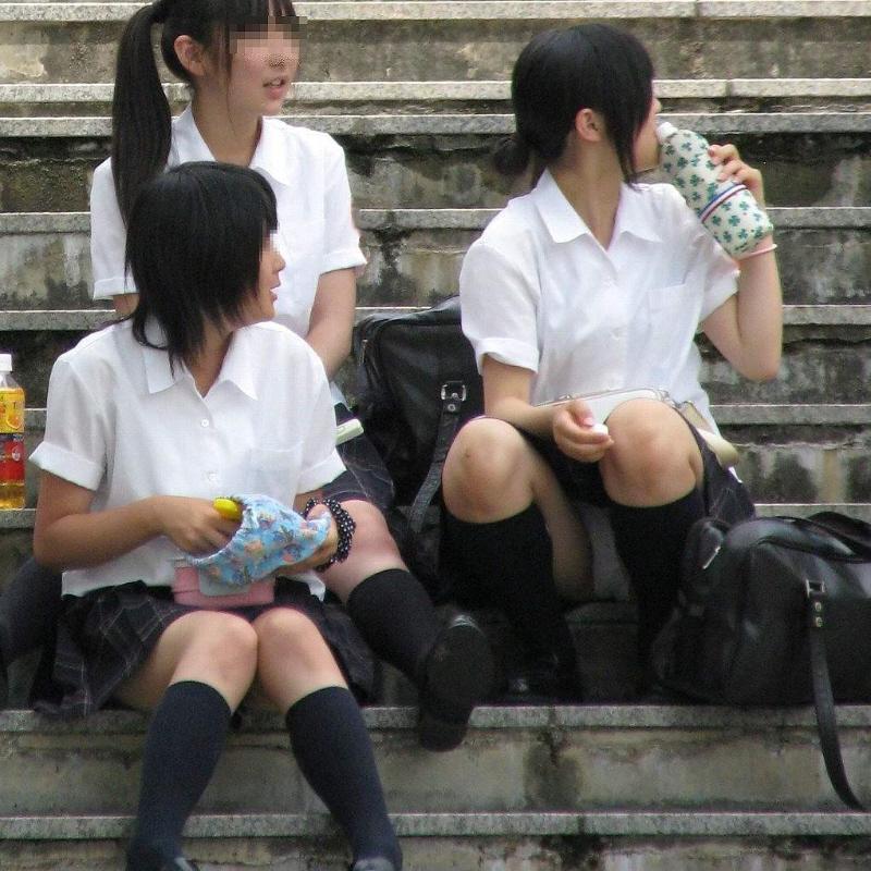 女子校生の下着がチラ見え (8)