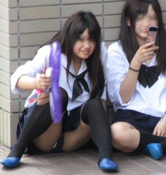 女子校生の下着がチラ見え (2)