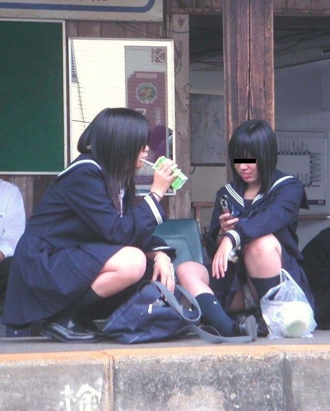 女子校生の下着がチラ見え (6)