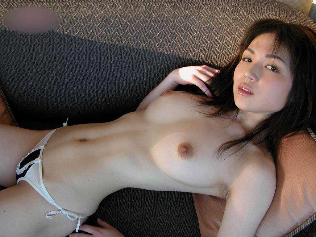 デカくてハリのある乳房 (14)
