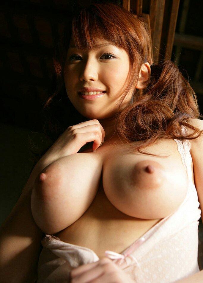 デカくてハリのある乳房 (9)
