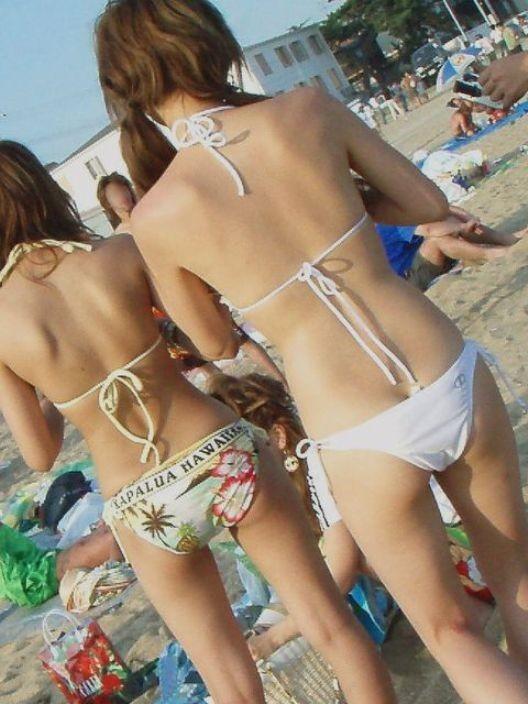 ビーチの水着娘が健康的エロ (13)