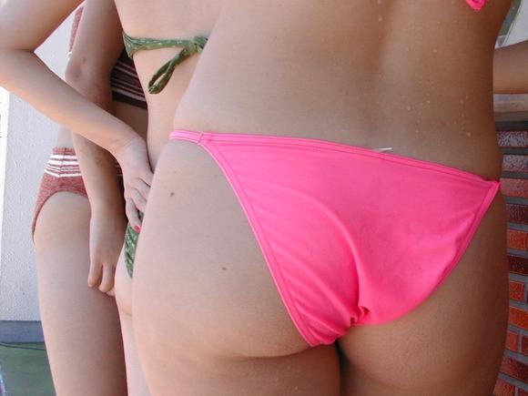 ビーチの水着娘が健康的エロ (10)