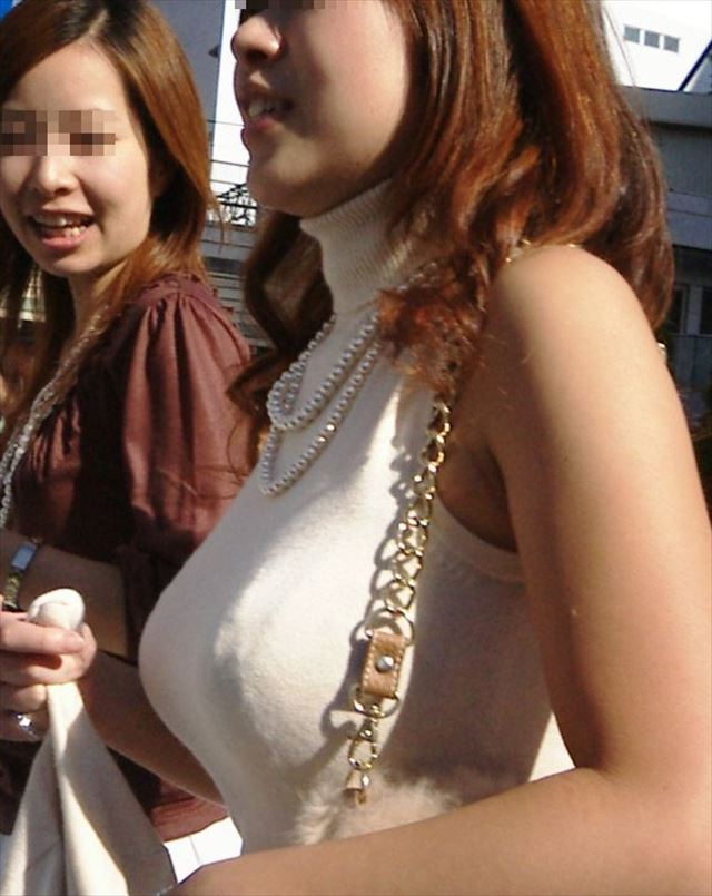 着衣でも爆乳な女の子 (8)