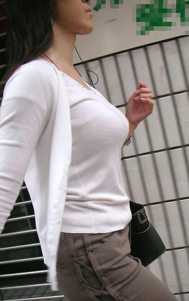 着衣でも爆乳な女の子 (9)