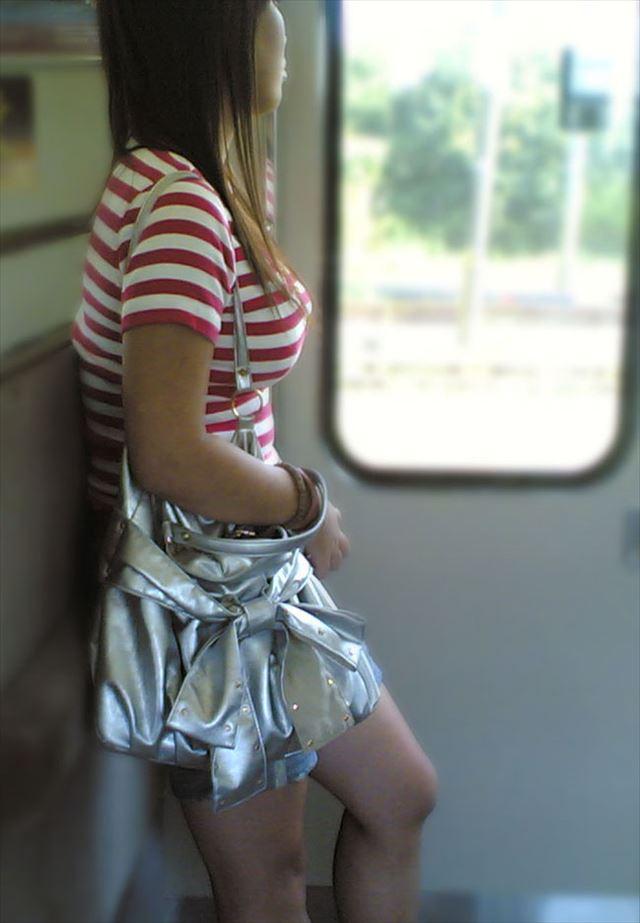 着衣でも爆乳な女の子 (18)