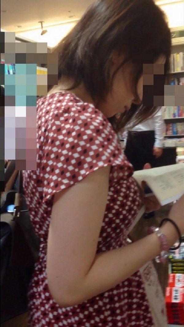 着衣でも爆乳な女の子 (13)