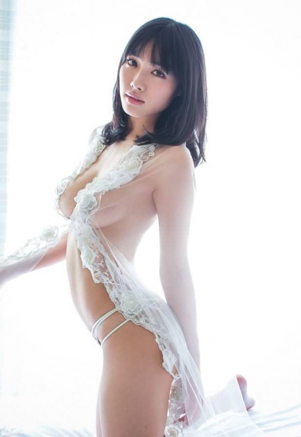 アイドルの下着だけ身に付けたボディ (6)