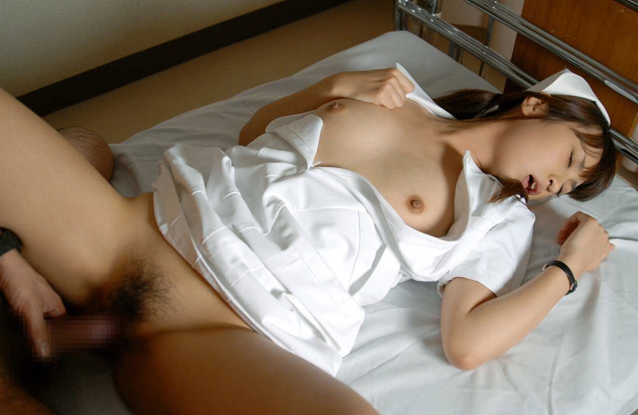 SEXを始めちゃった看護婦さん (10)