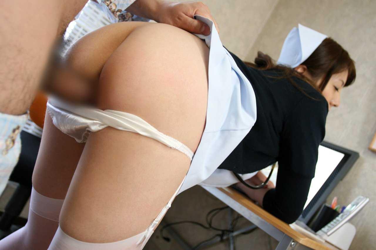 SEXを始めちゃった看護婦さん (12)