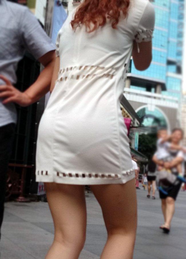 パンツが透けて見えてる女の子 (17)