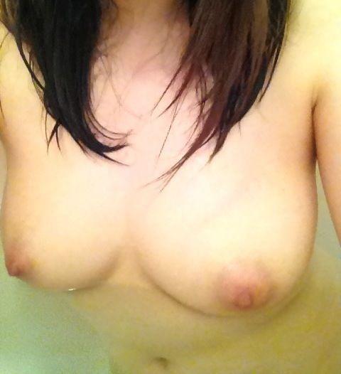 入浴中の自分の裸を撮影 (9)