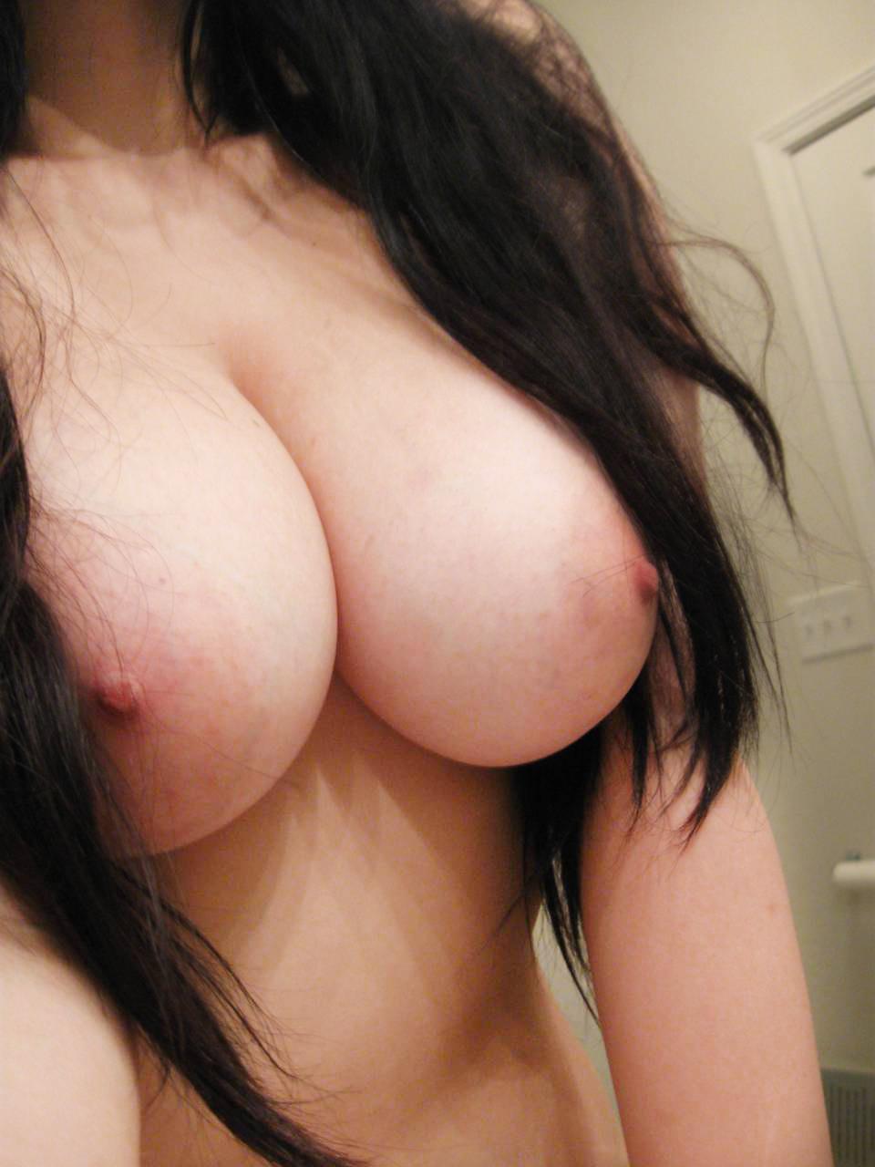 自慢の裸を自分で撮っちゃう (8)