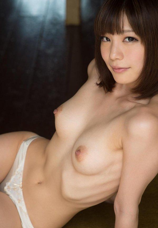 引き締まったボディも魅力的な、鈴村あいり (6)
