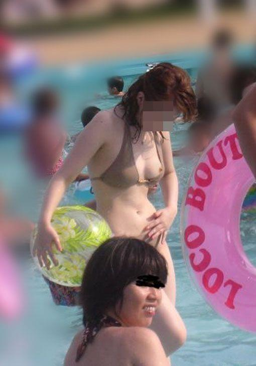 水着から乳首が見えちゃってる女の子 (6)